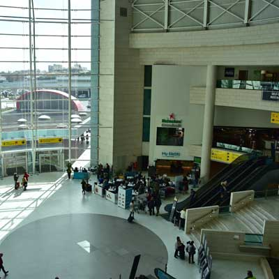 arrivals hall lisbon airport