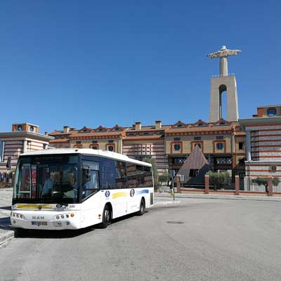The 101 bus waiting at the Cristo Rei bus stop