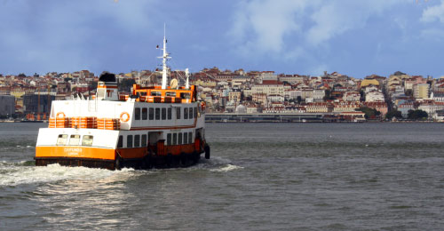 ferry Cacilhas from Lisbon